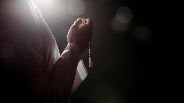 زمین سے دینار نکالنے والا نمازی( ایک آیت)