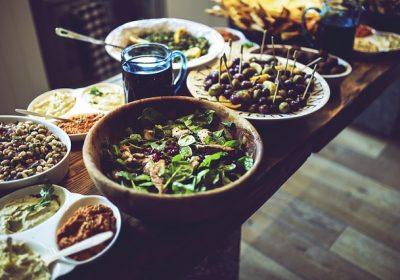 جوٹھا کھانے سے شِفا ملنے کی حکایت